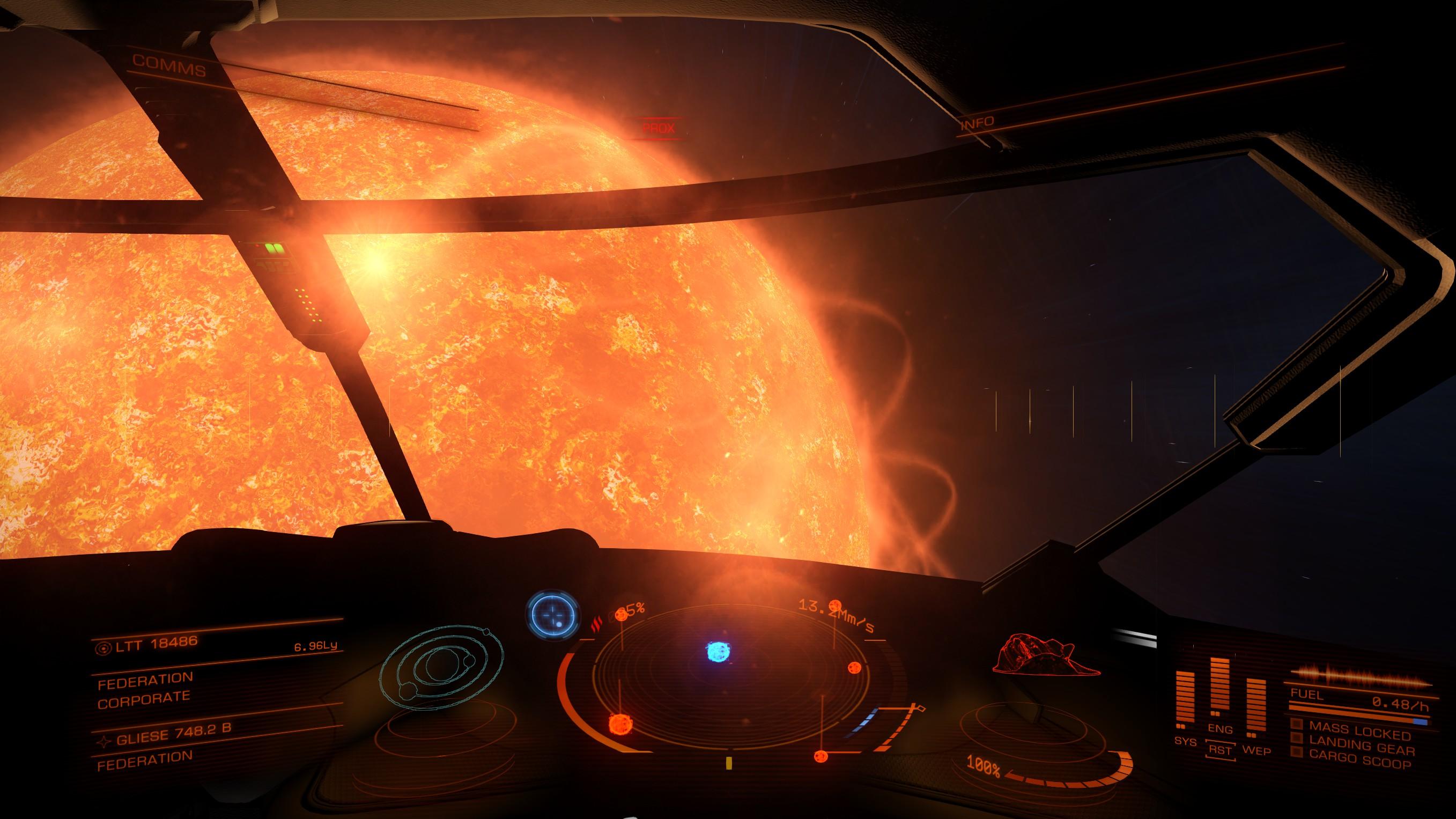 Зірка - найбільше тіло сонячної системи. Відтак, мандруючи гіперпростором до чергової сонячної системи, гравець потрапляє впритул до її зірки. Потрібно хутко змінити курс, аби не влетіти в неї.