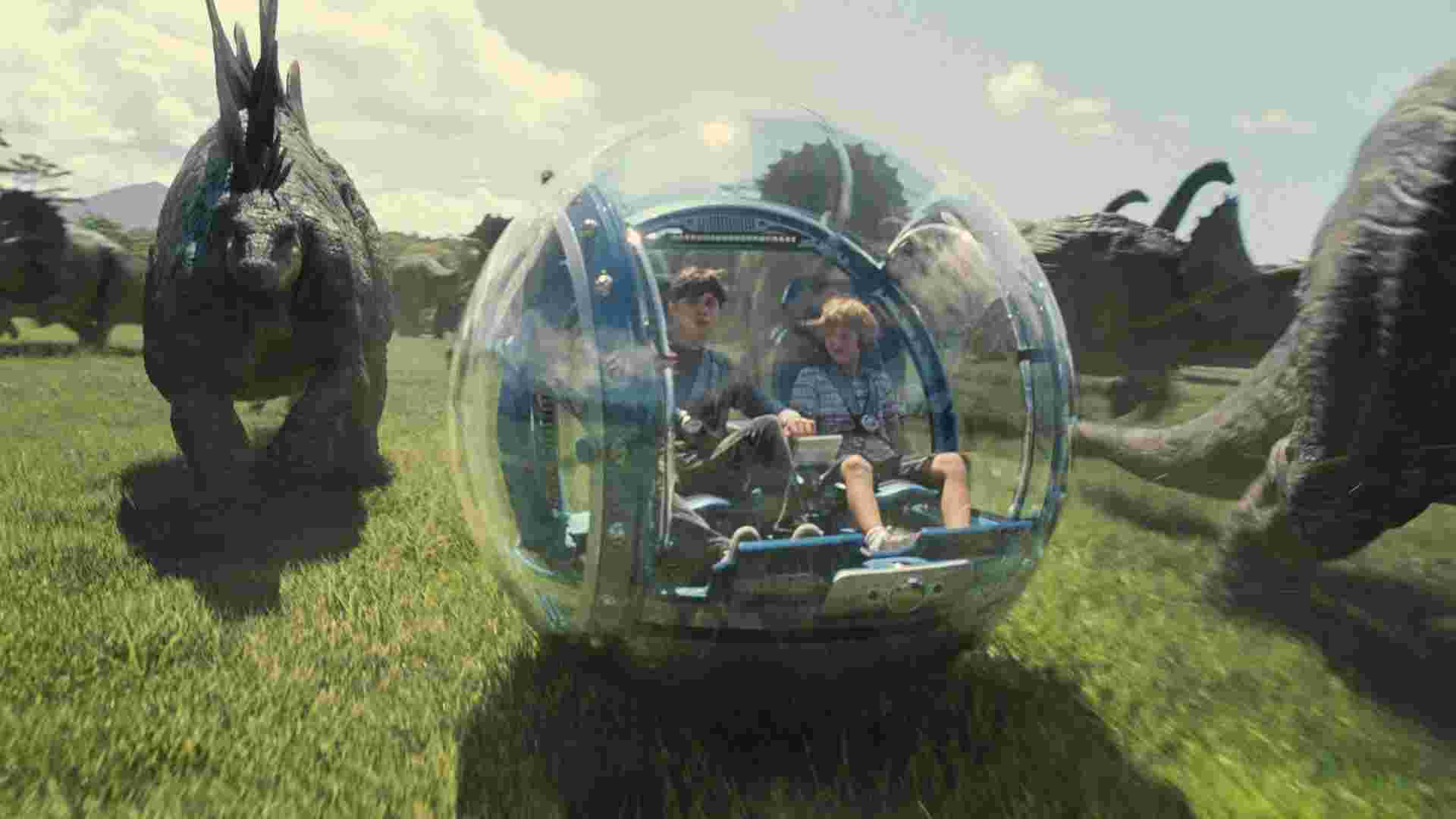 Jurassic-World-HD-Still-Ty-Simpkins-in-Observer-Ball