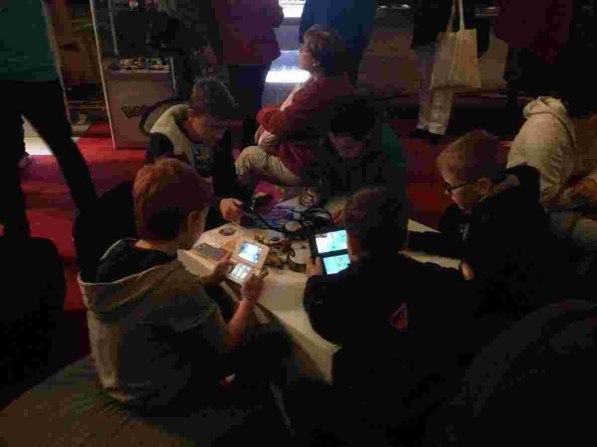 Тепер зрозуміло кому збуваються тиражі Nintendo DS…