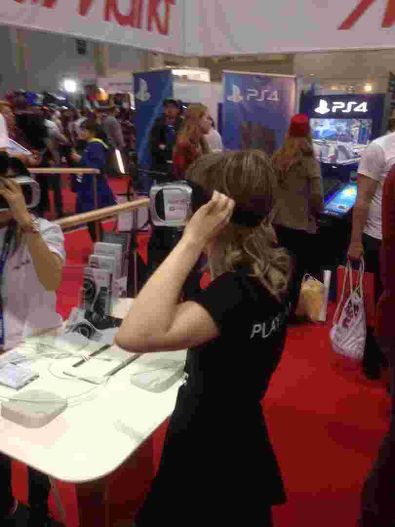 Трохи віртуальної реальності. Інколи здається, що все це виглядає добре тільки на відеопрезентаціях, а коли пробуєш сам, розумієш, що до справжньої VR нам ще років 10.