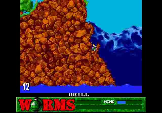Одна з багатьох гібридних тактик — застосування знаряддя не за призначенням; наприклад, засвердлити ворожого черв'яка разом із собою в яму, з якої він не вибереться