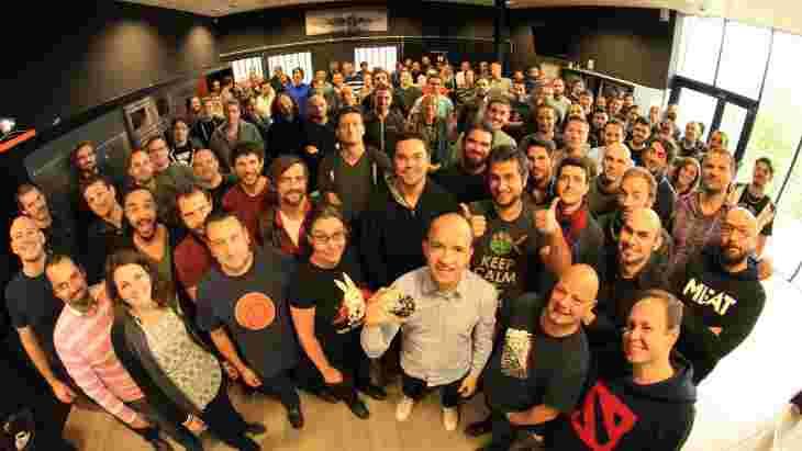 Команда розробників Dishonored 2 з мастер-диском